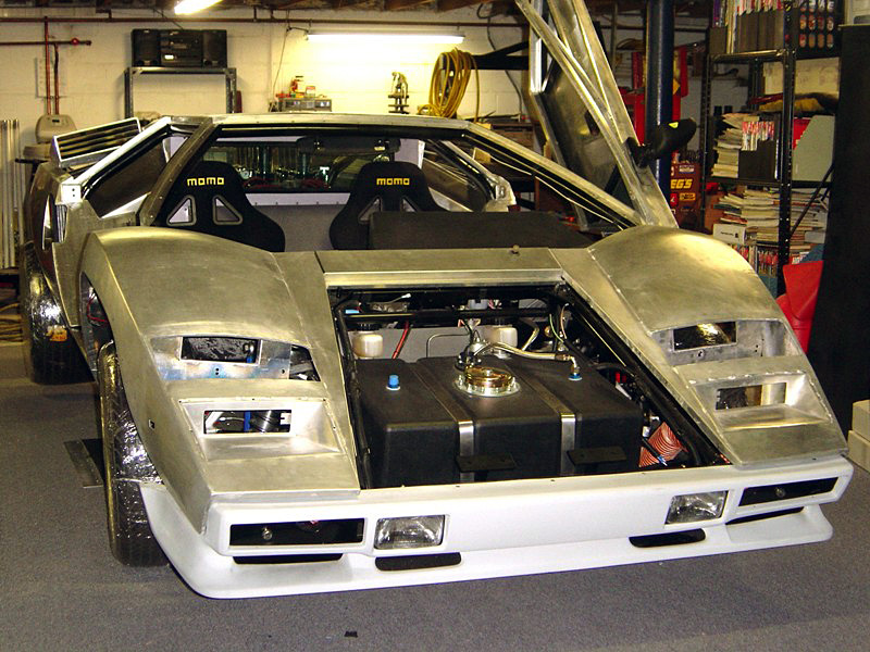 countach_in_garage-04