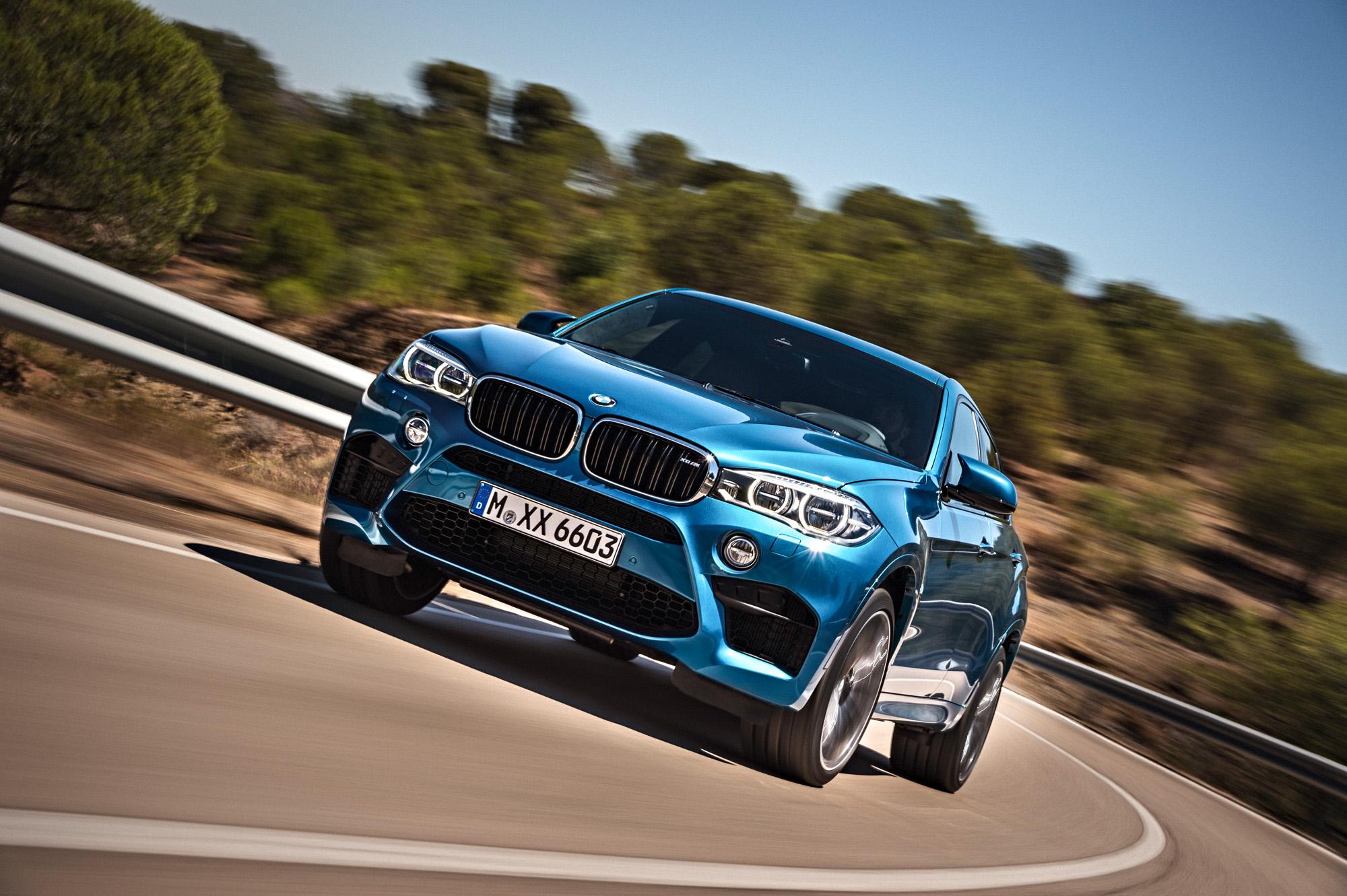 Kann der BMW X6 M mit seinen 2.340 Kg auch bei Kurvenhatz überzeugen?