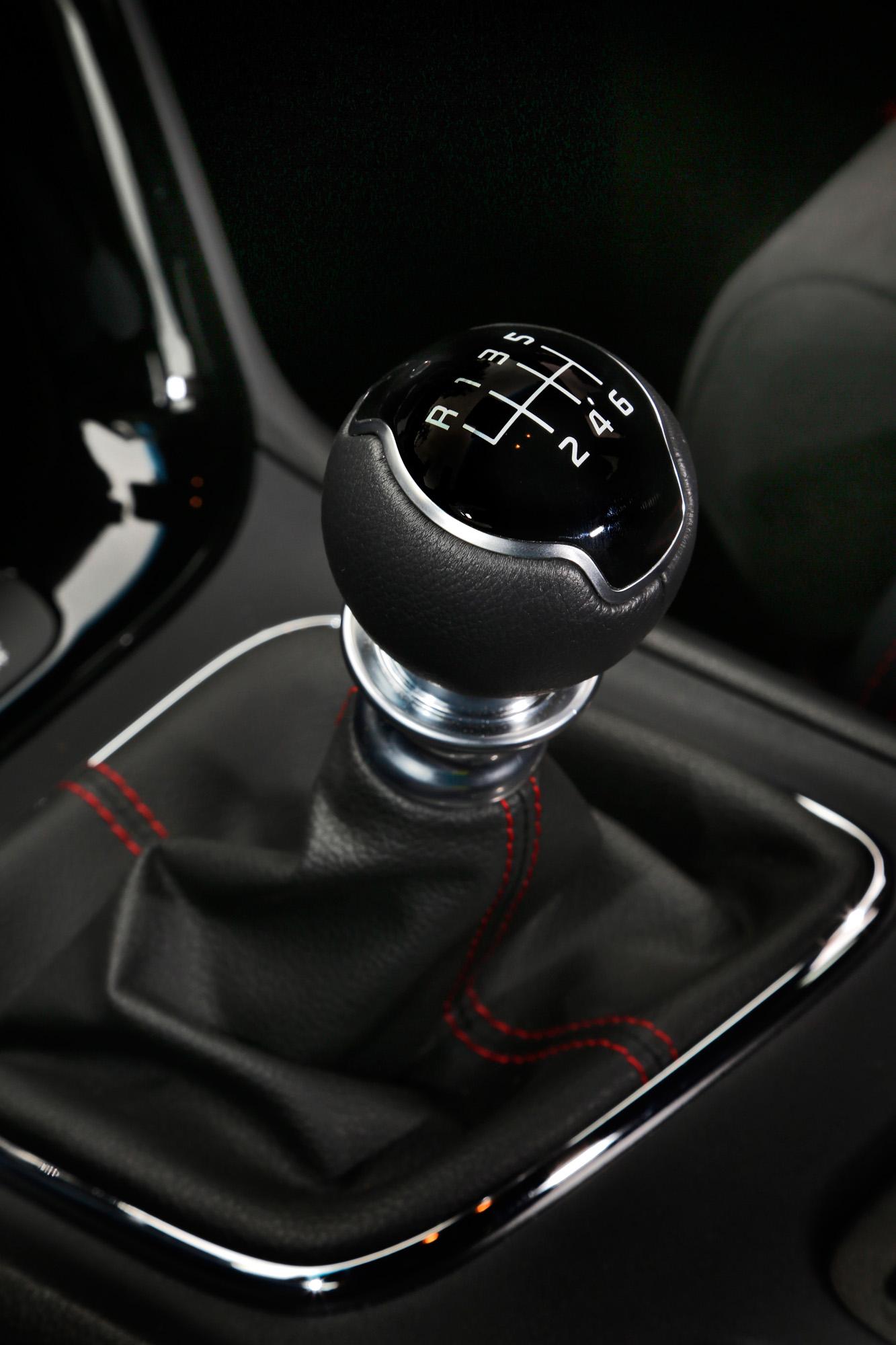 Ganz dem Fahrer gewidmet: Im Kia cee'd GT Track gibt es sechs manuelle Gänge