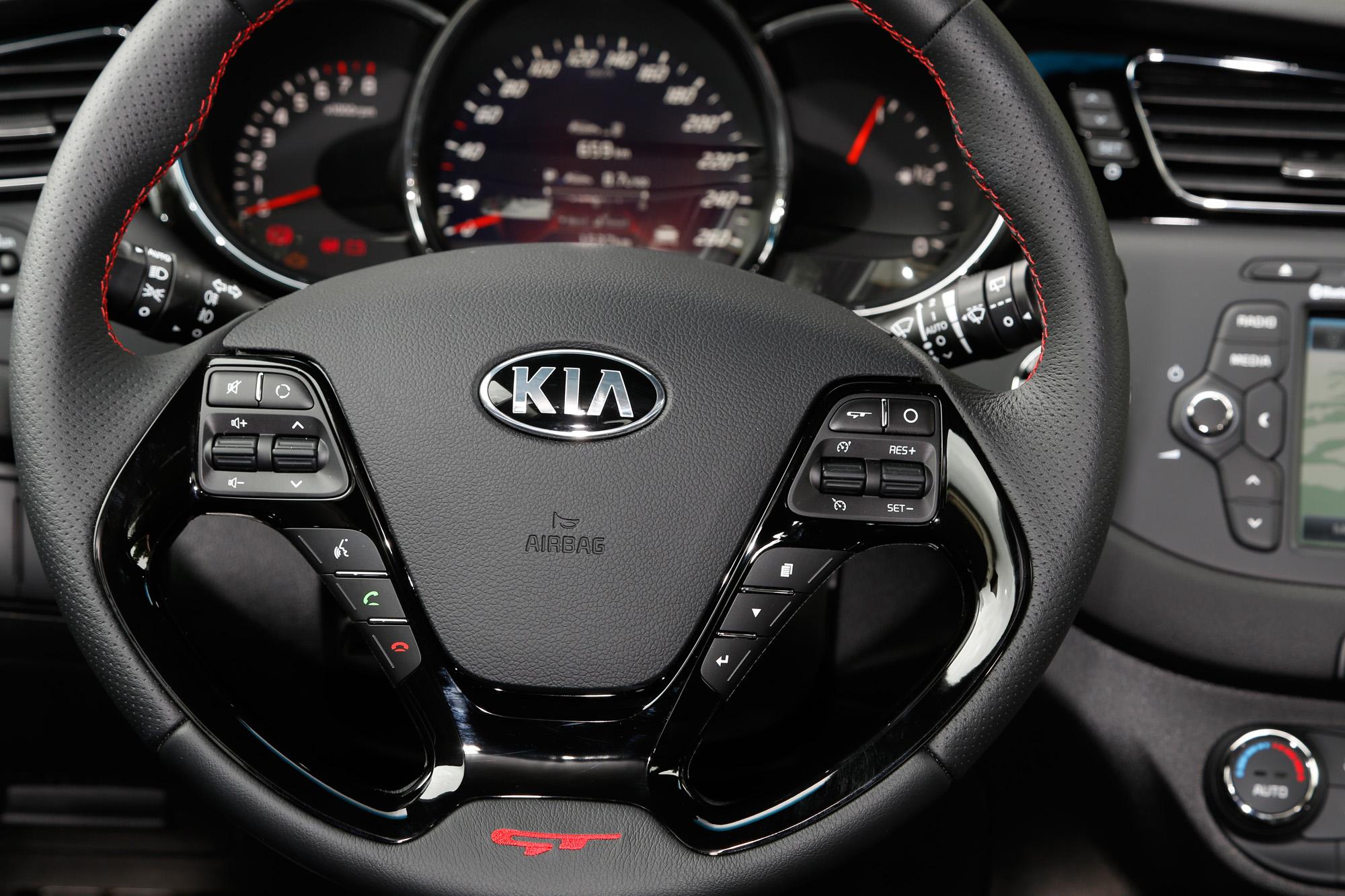 Griffig und kontrollstark: Das Sportlenkrad des Kia cee'd GT Track