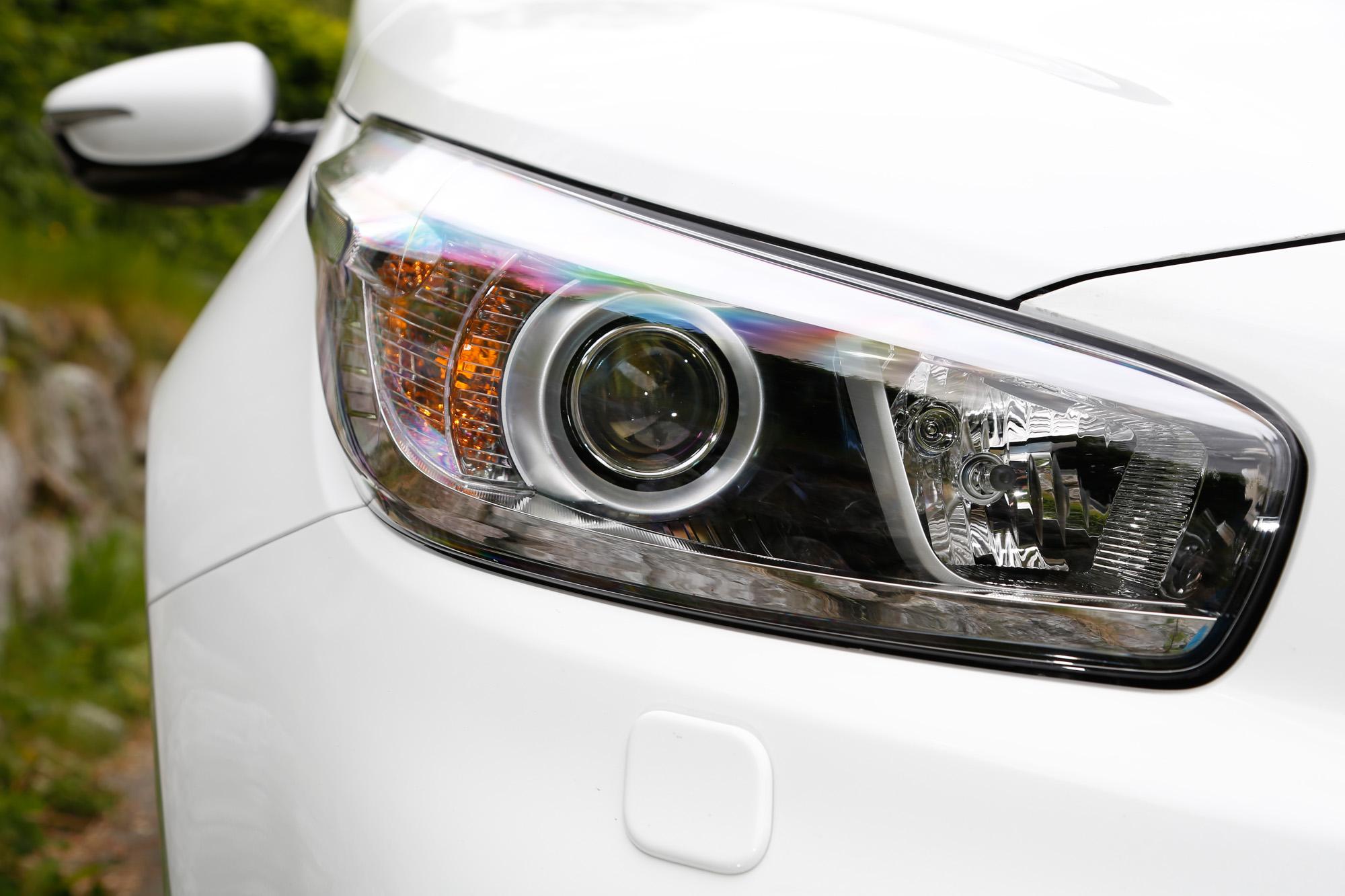 Lang gezogene Xenonlichter verleihen dem Kia cee'd GT Track neue Dynamik