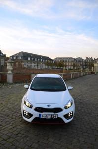 Prachtstück in weiß: Der Kia cee'd GT Track in der Testfarbe