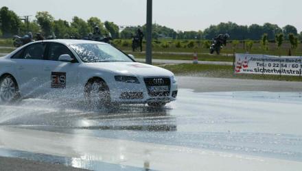 Die ESP-Systeme zählen im weitesten Sinne auch zu den Fahrerassistenzsystemen, sind aber längst Standard