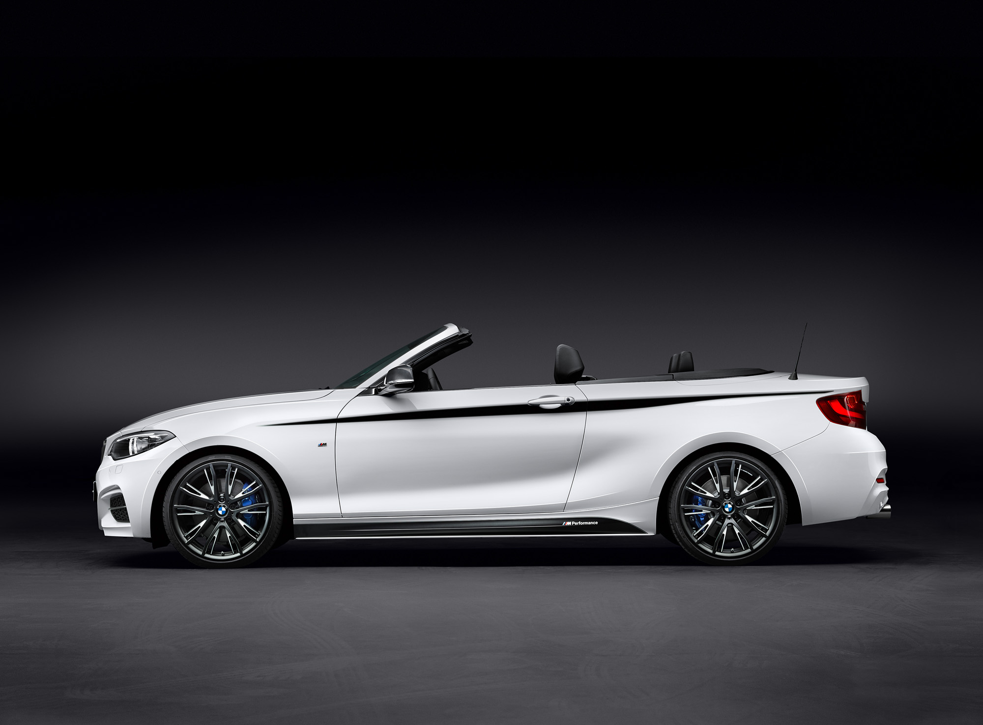 bmw 2er cabrio f23 m performance mit neuen extras. Black Bedroom Furniture Sets. Home Design Ideas