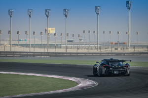 Ein McLaren P1 GTR auf dem Track unterwegs