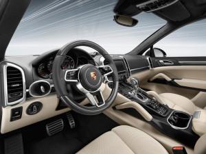 Der Porsche Cayenne Turbo S verzichtet auch nicht auf hochwertige Innenausstattung.