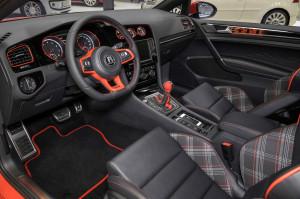 Der Innenraum des VW Golf 7 GTI Wolfsburg Edition