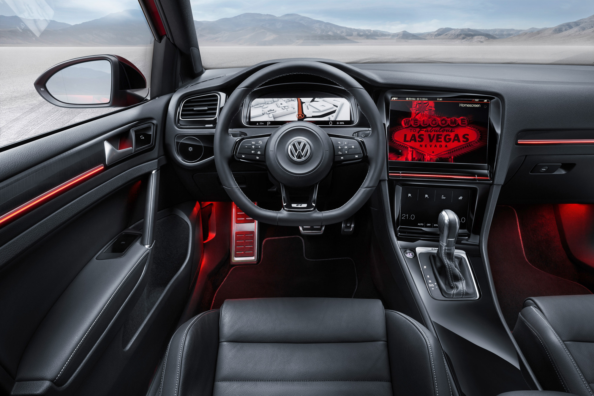 Innovation pur: Im Interieur des VW Golf 7 R Touch bestimmen Displays das Bild