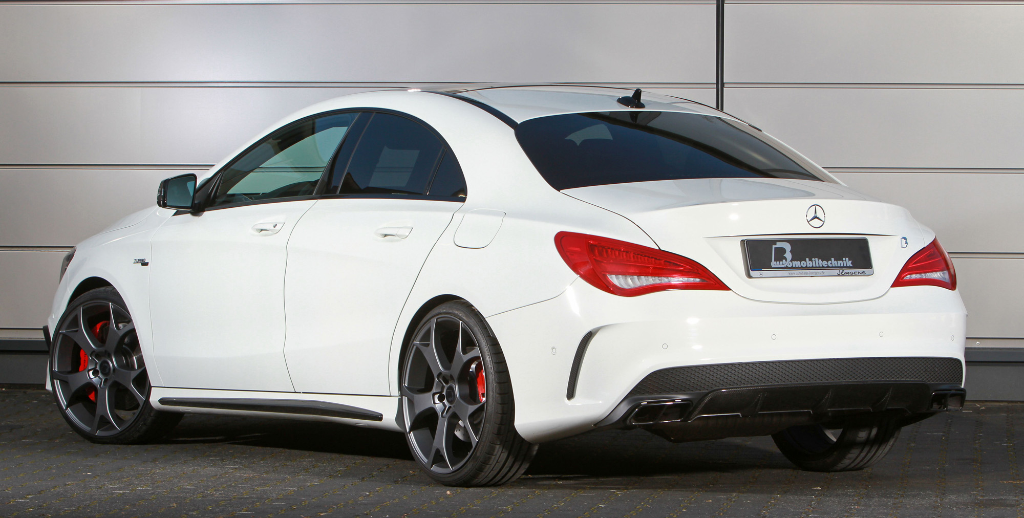 mercedes cla 45 amg b b tuning mit satten 450 ps. Black Bedroom Furniture Sets. Home Design Ideas