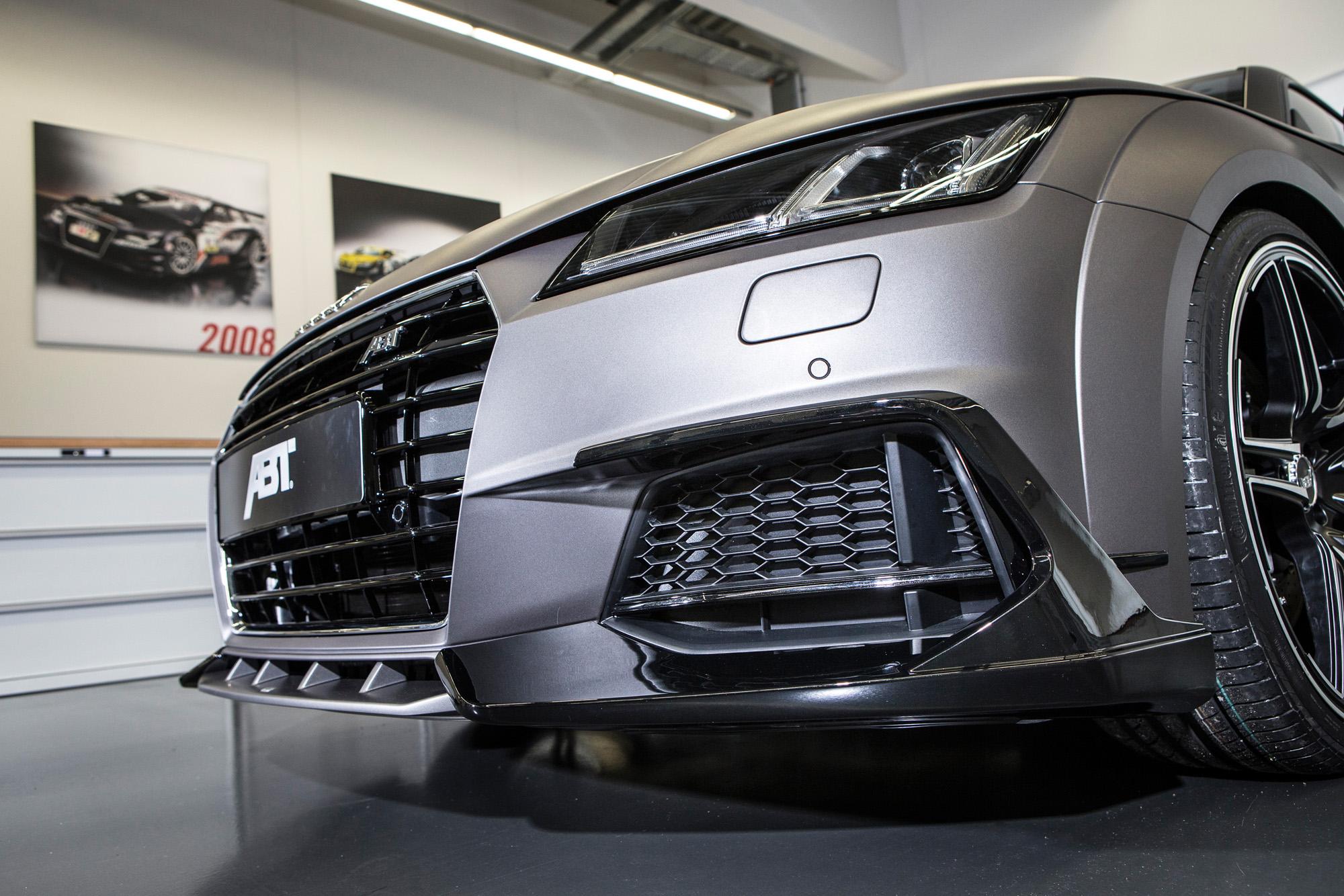 Markante Frontpartie: Der Aufsatz samt Spoilerlippe lässt den Audi TT aggressiver wirken.