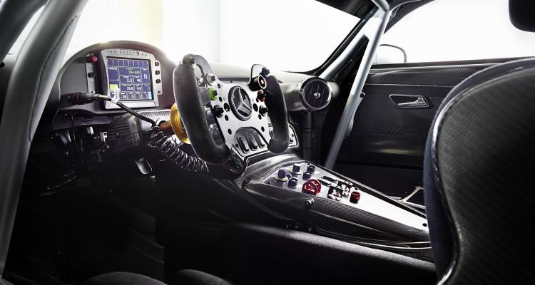 Das Interieur fällt GT3-typisch spartanisch und fokussiert aus.
