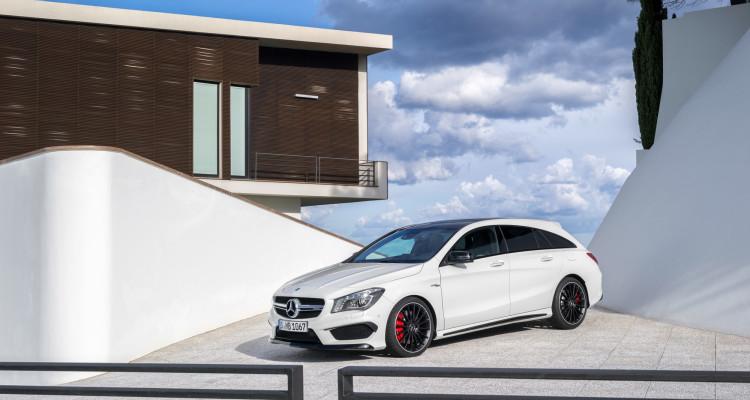 In weiß noch ganz schlicht: Der Mercedes CLA 45 AMG Shooting Brake.