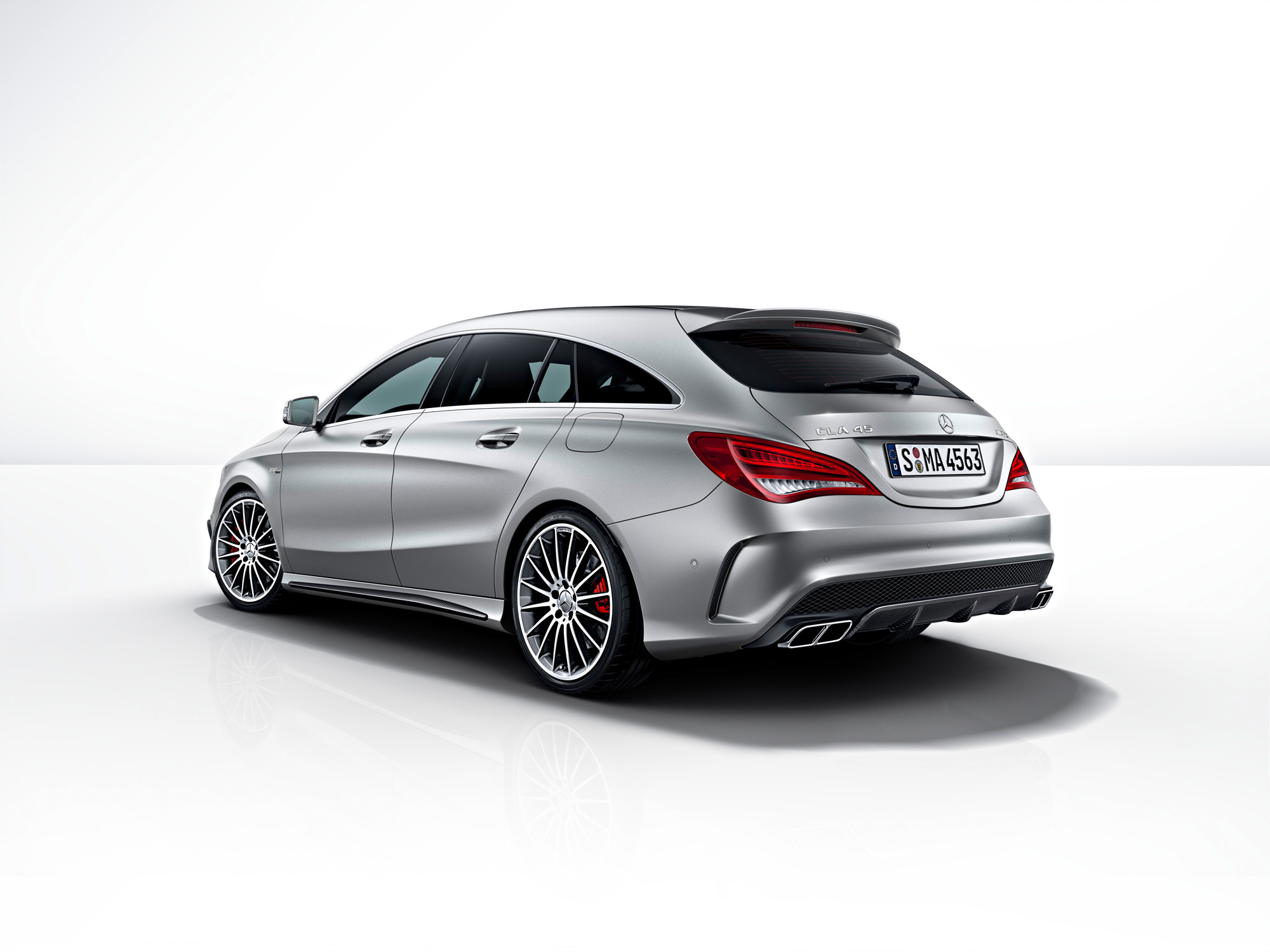 mercedes cla 45 amg shooting brake erobert die stra en. Black Bedroom Furniture Sets. Home Design Ideas