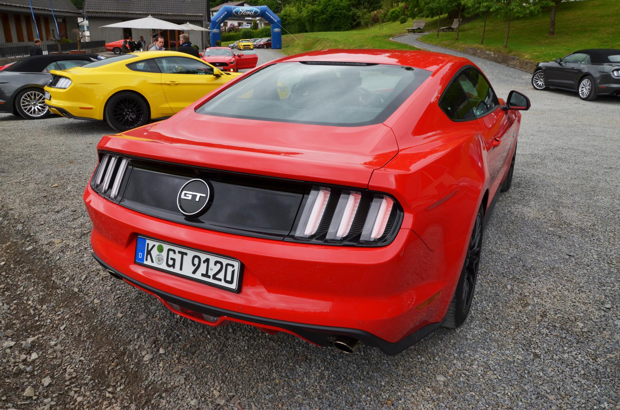 Unverkennbar: Die Heckpartie des Ford Mustang erinnert stark an die Vorgänger.