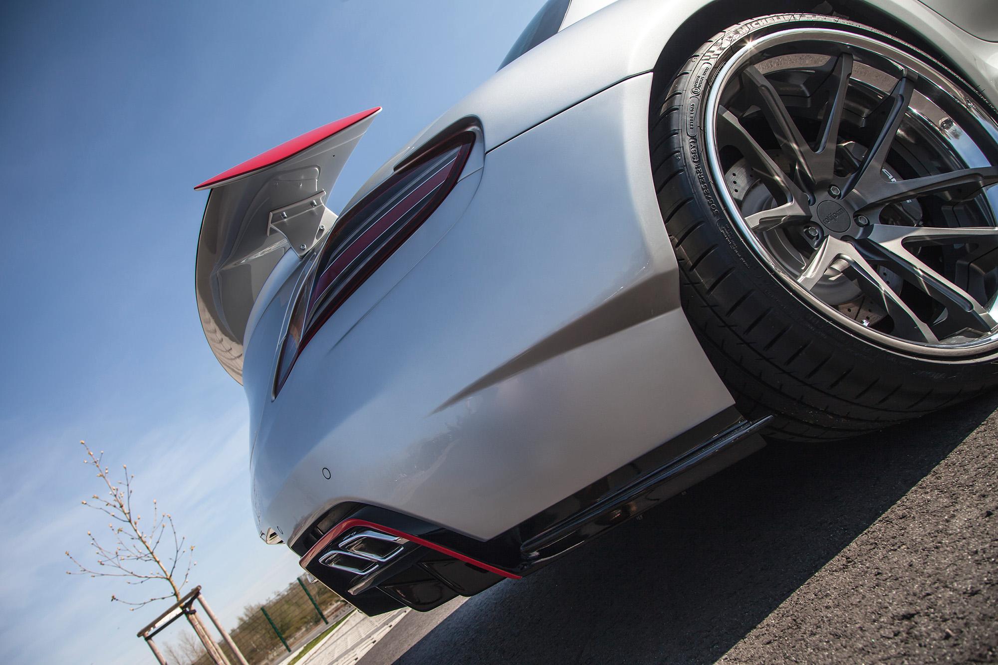 Wuchtiger Heckspoiler: Der Abtrieb ist beim Mercedes SLS AMG Bodykit inklusive.