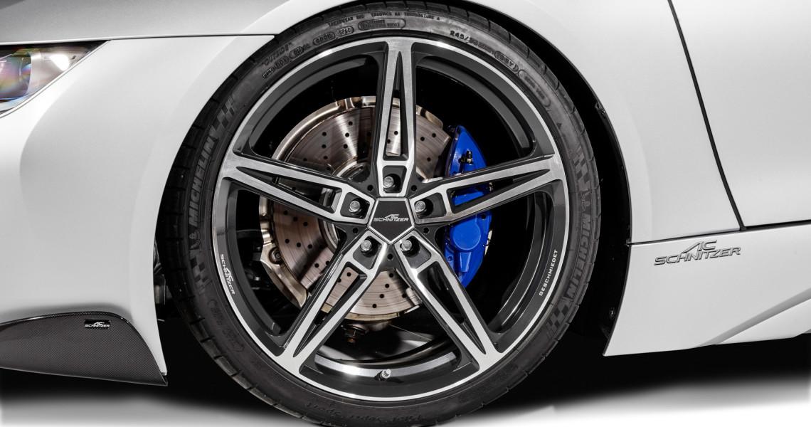 Neuer Felgensatz AC1: Der Tuner verleiht dem BMW i8 auch neues Räderwerk.