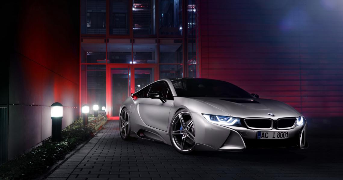 Eine gelungene Symbiose: Die Felgen und Carbonteile von AC Schnitzer machen sich gut am BMW i8.