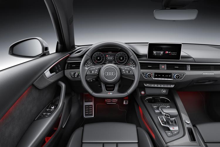Moderne Schaltzentrale: das Cockpit des Audi S4. Optischer Wärmespender: das Ambientelicht in Türen und Armaturenbrett.