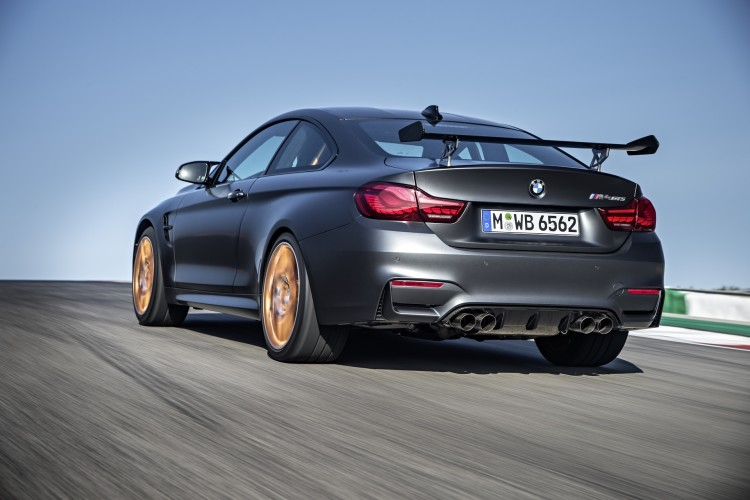 Für noch mehr Tracktauglichkeit stellte BMW auch seinen M4 GTS in Genf aus.