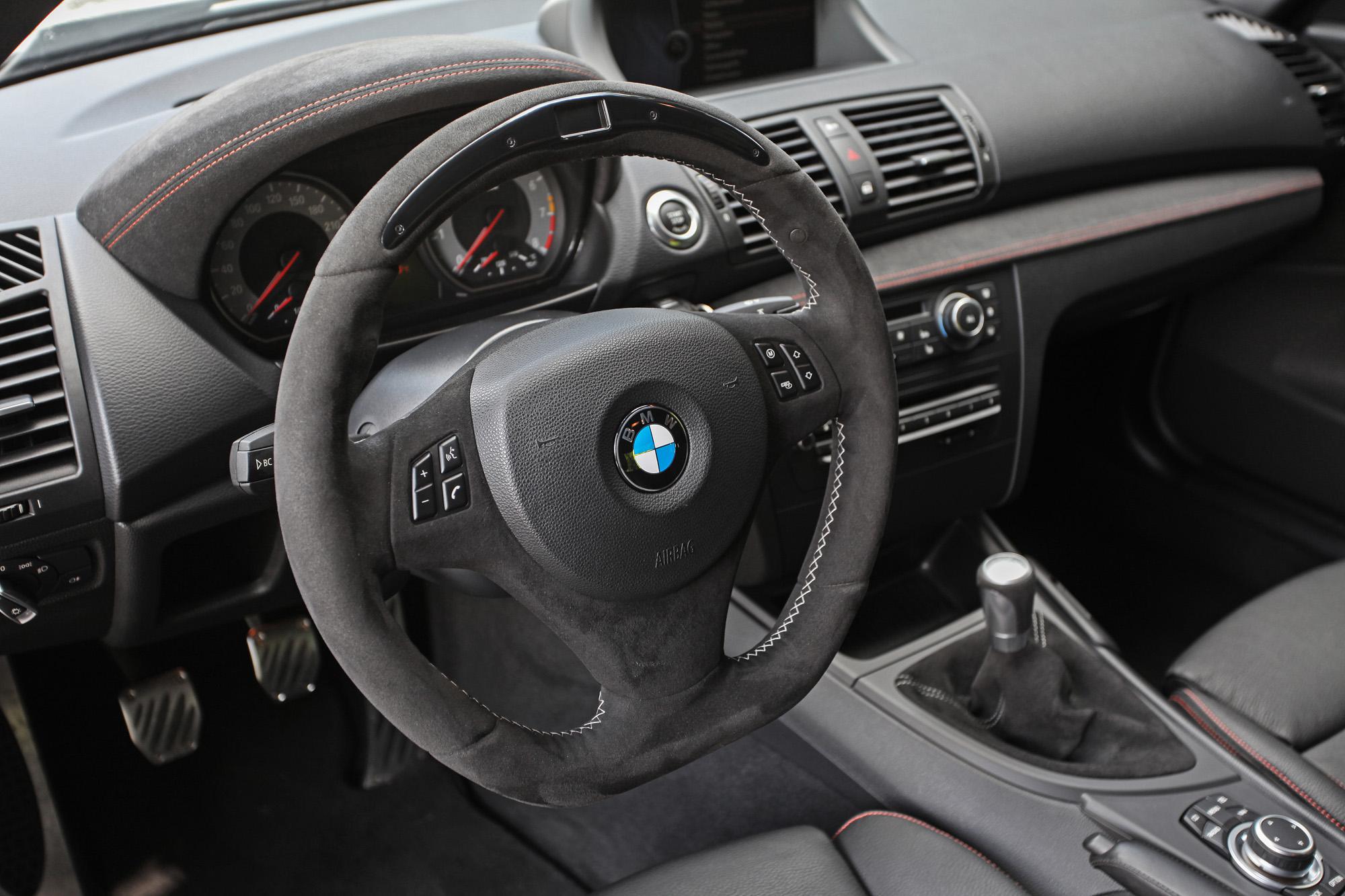 M Performance auch im Innenraum: Das Fahrerlebnis wird konsequent auf Sportniveau getrimmt.