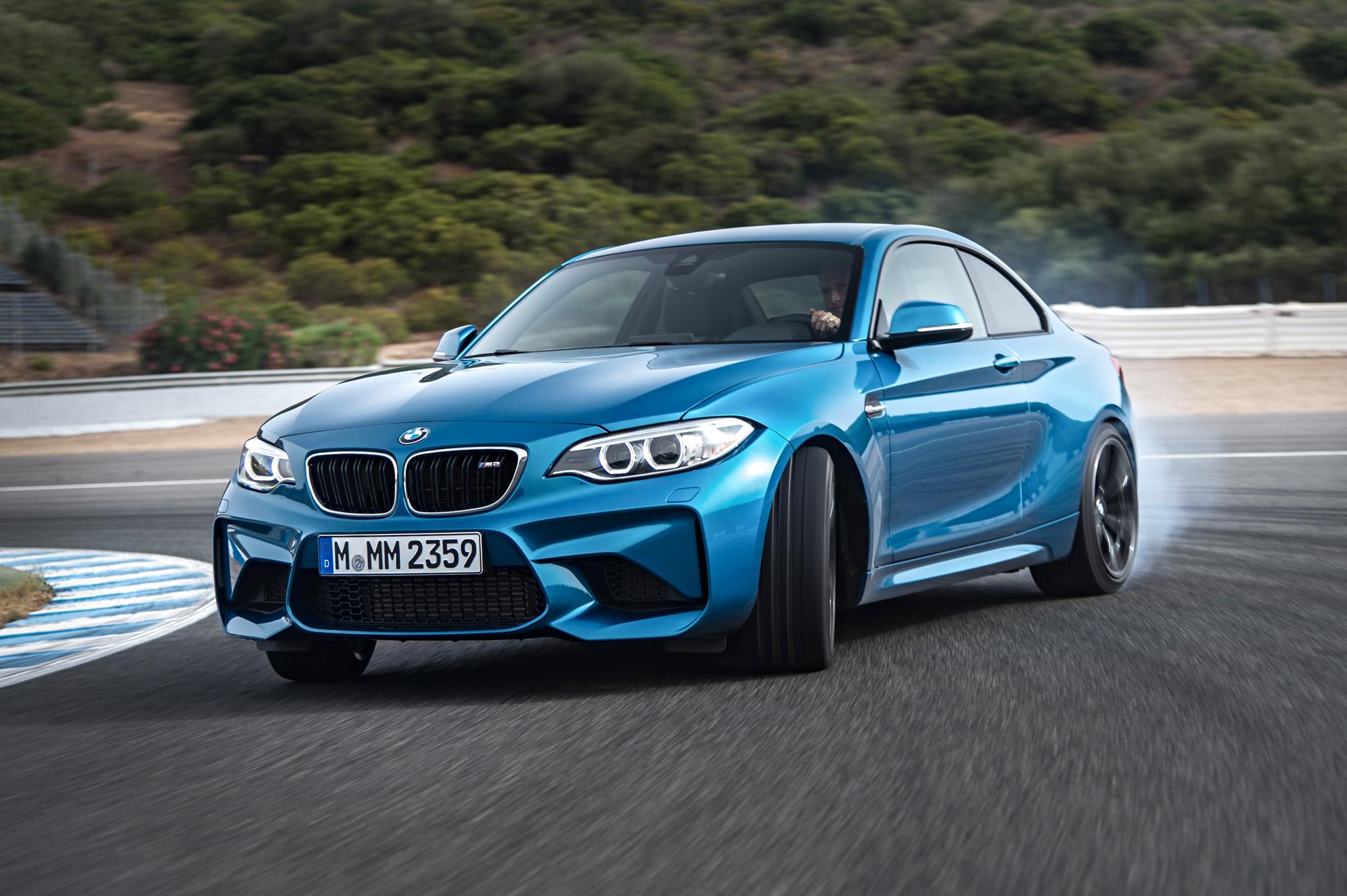 Stolz im Drift: Das BMW M2 Coupé kam ebenfalls mit zum Genfer Autosalon 2016.