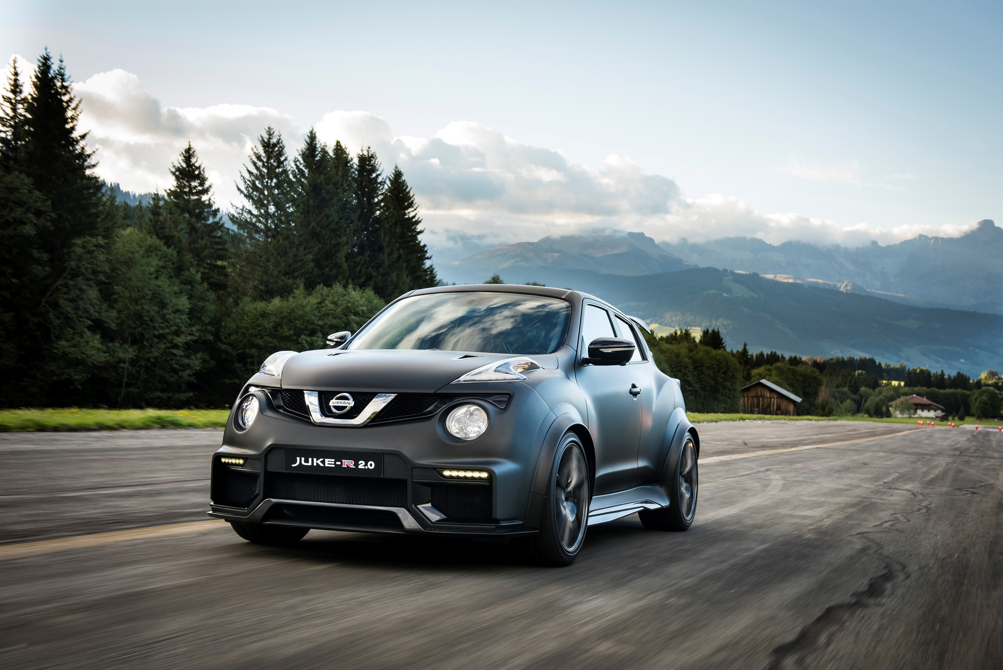 Ein wundervoll bulliger Anblick: Der Nissan Juke-R 2.0 gehört ganz klar ins Trackday-Geschehen.