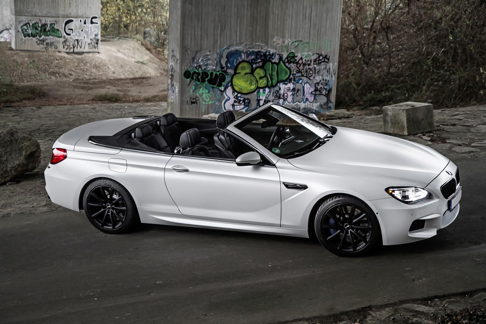 Nicht nur die matte Frozen Brilliant-Lackierung zeichnet dieses BMW M6 Cabrio aus.