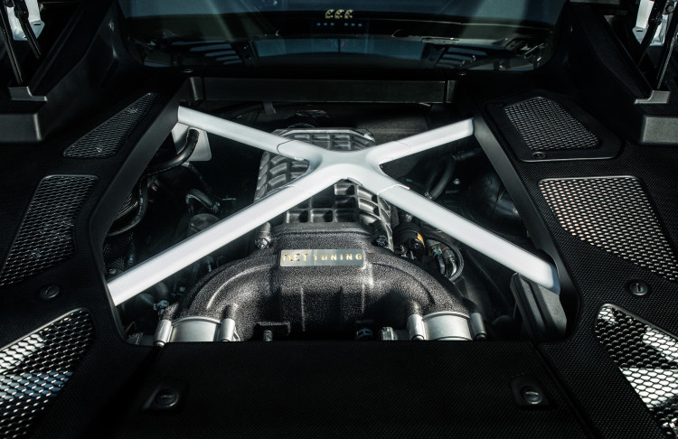 """Beim Lamborghini Huracán O.CT800 lohnt sich ein Blick unter die """"Haube""""."""