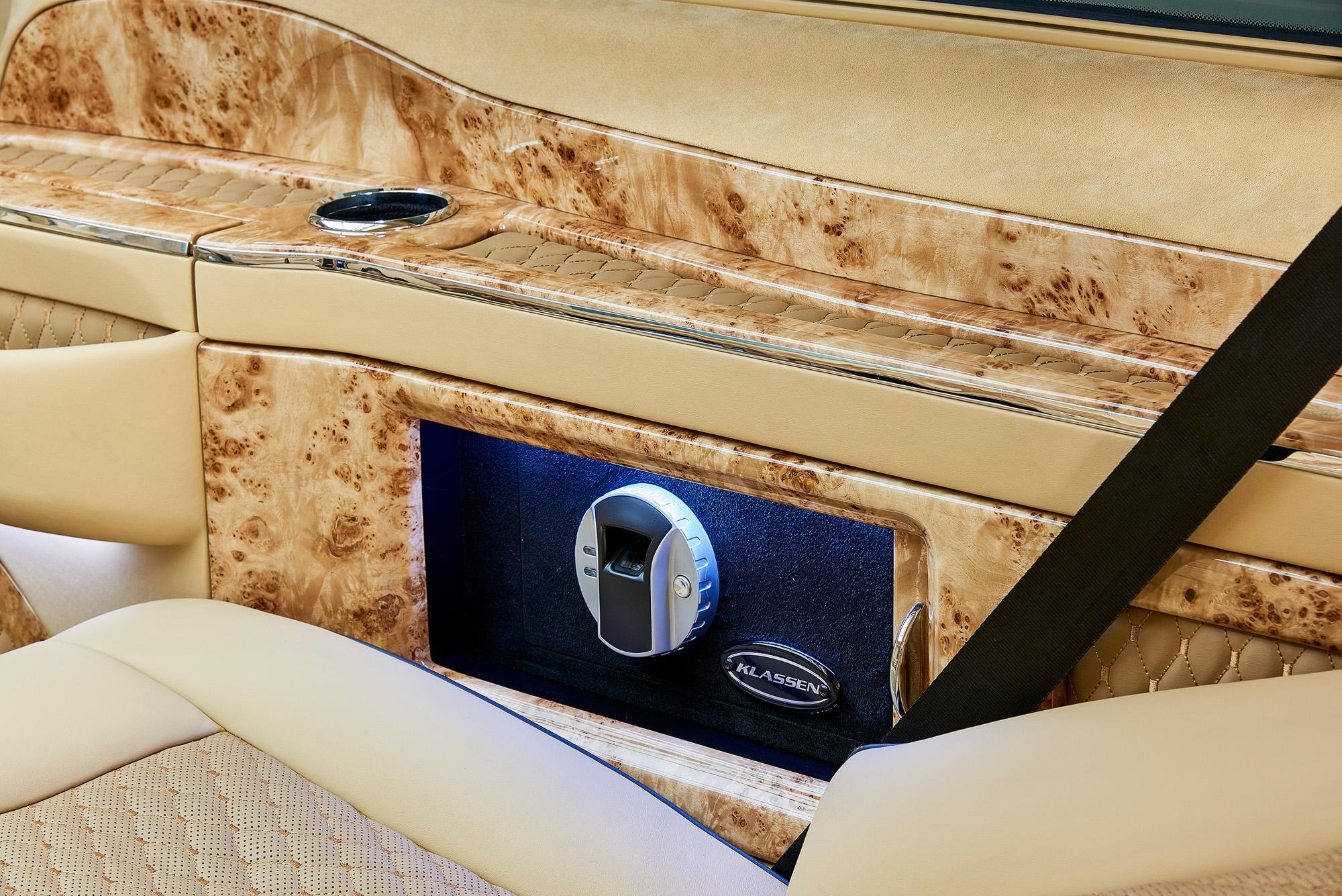 Das Interieur der Mercedes V-Klasse Black Crystal entstand in Zusammenarbeit mit der Firma Klassen.