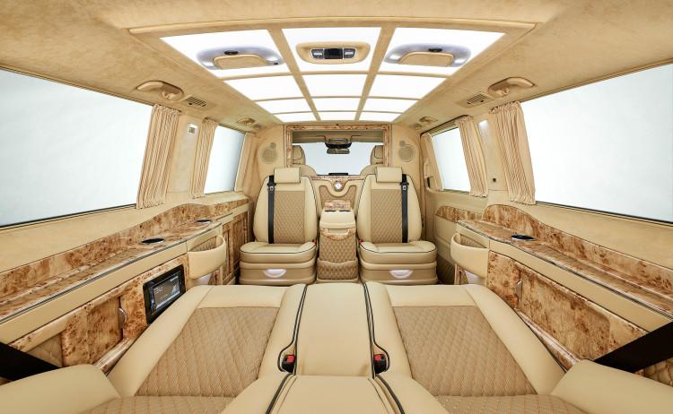 Komfort soweit das Auge reicht: In der Mercedes V-Klasse Black Crystal von LARTE Design.