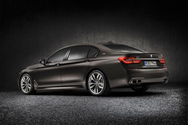 Reichlich Dampf in der Oberklasse: Mit dem BMW M760Li.