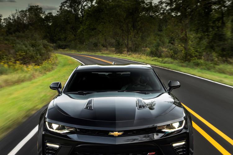 Die Frontpartie des Chevrolet Camaro SS wirkt durchaus angriffslustig.