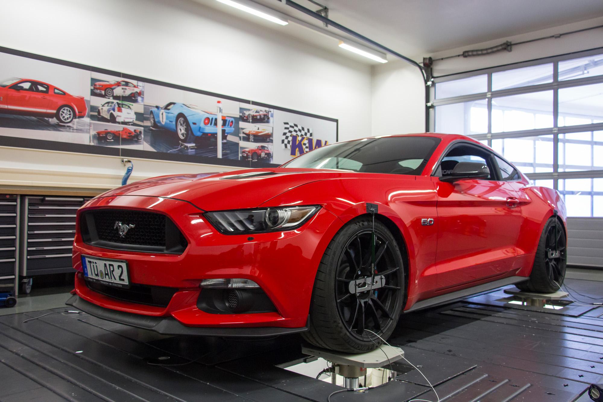 Ambitioniert bis in die Zylinderköpfe: Der Ford Mustang hat wahlweise einen Vier- oder Achtzylinder unter der Haube.