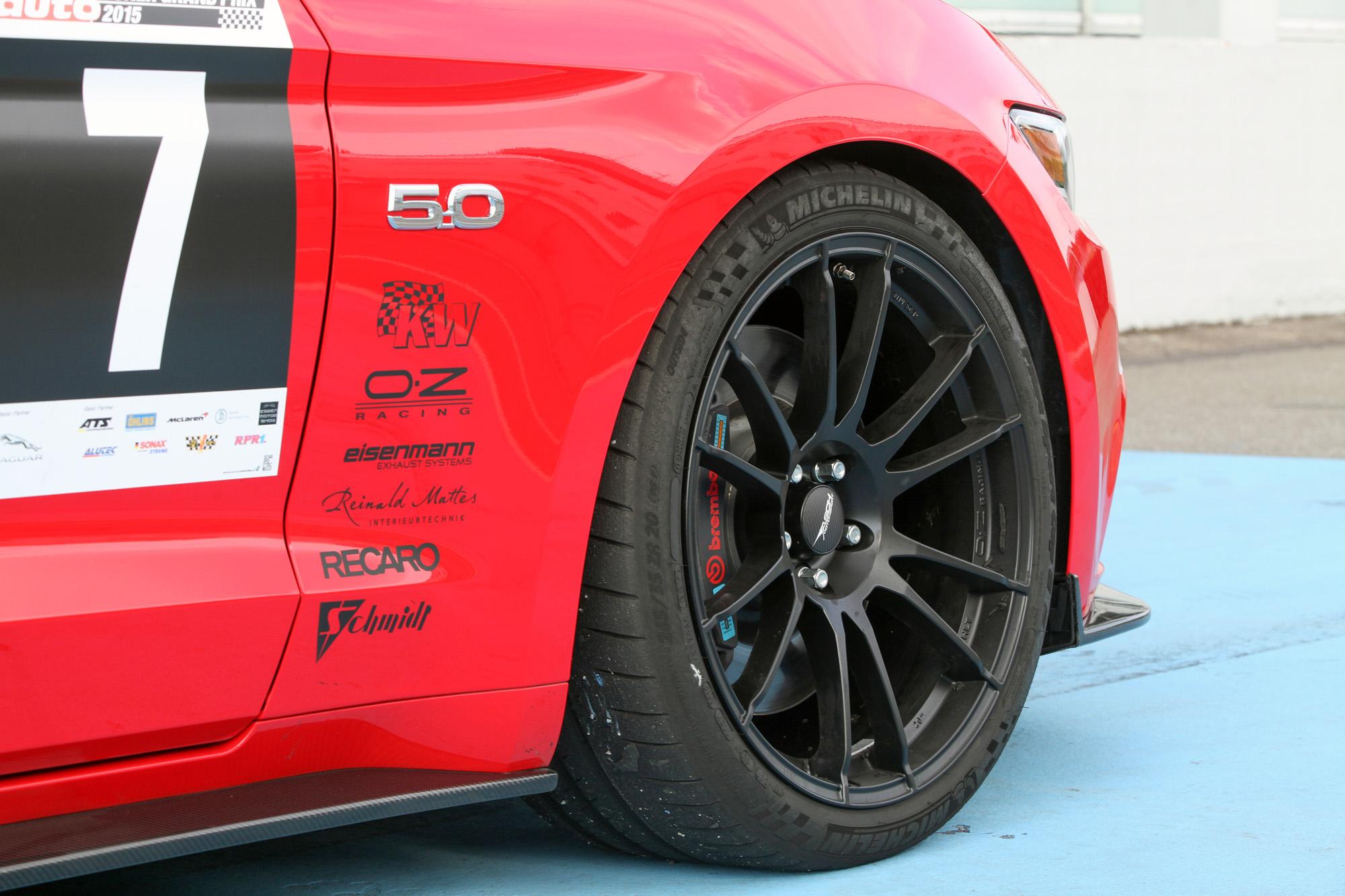 Wem der zwangsbeatmete Ecoboost nicht genügt, greift einfach zum V8-getriebenen Ford Mustang GT.