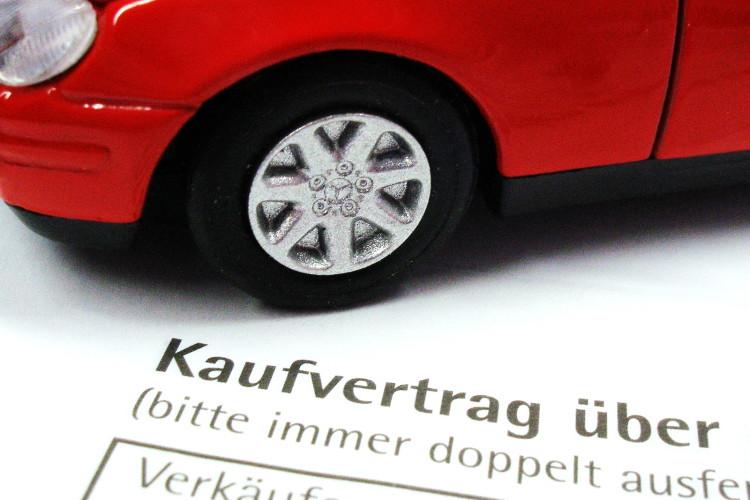 Obacht beim Online-Autokauf: Besonders bei Gebrauchtwagen lohnt sich genaues Hinsehen.