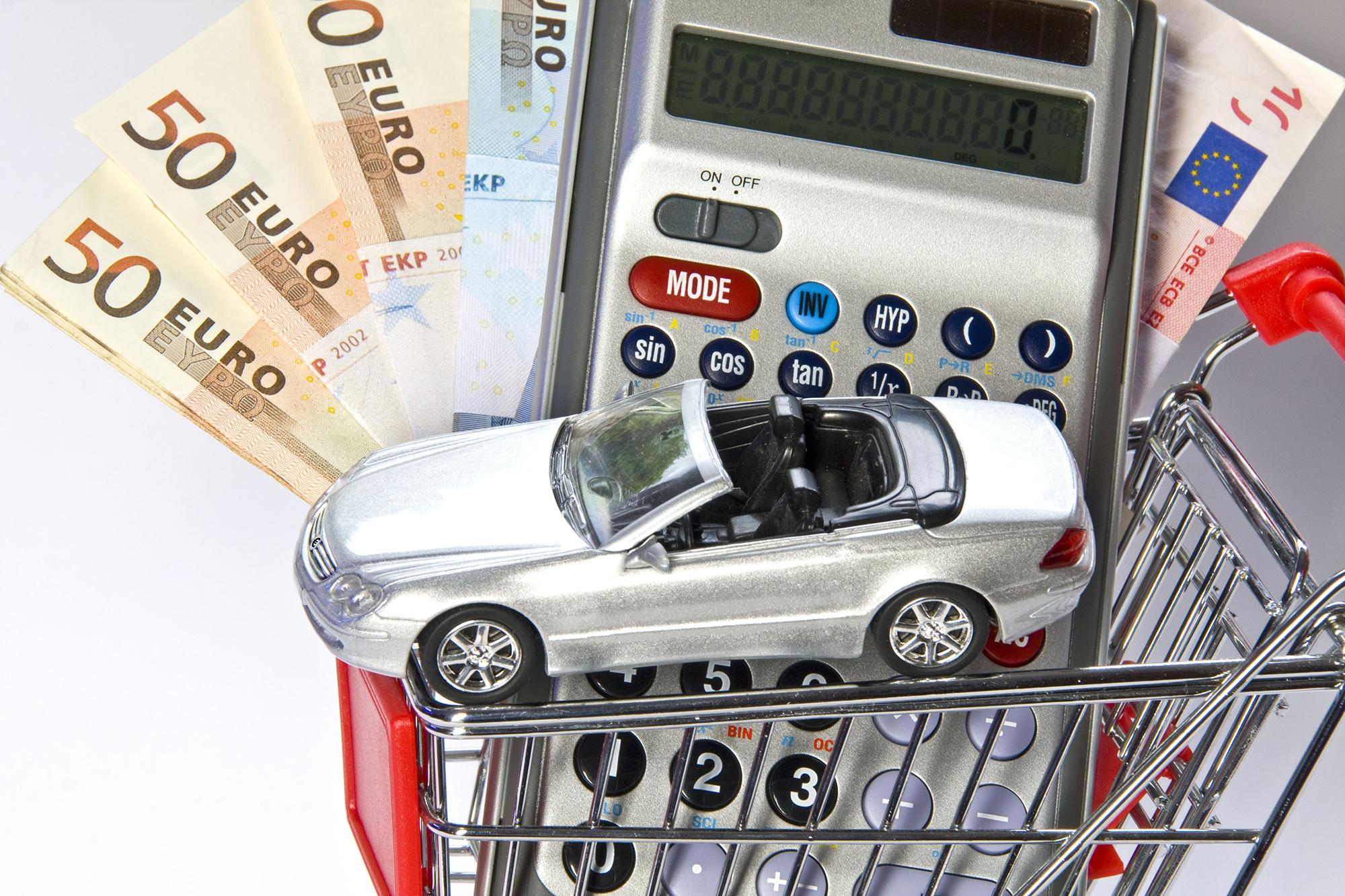 Finanzielle Anreize: Beim Online-Autokauf lässt sich bares Geld sparen, wenn man es richtig angeht.