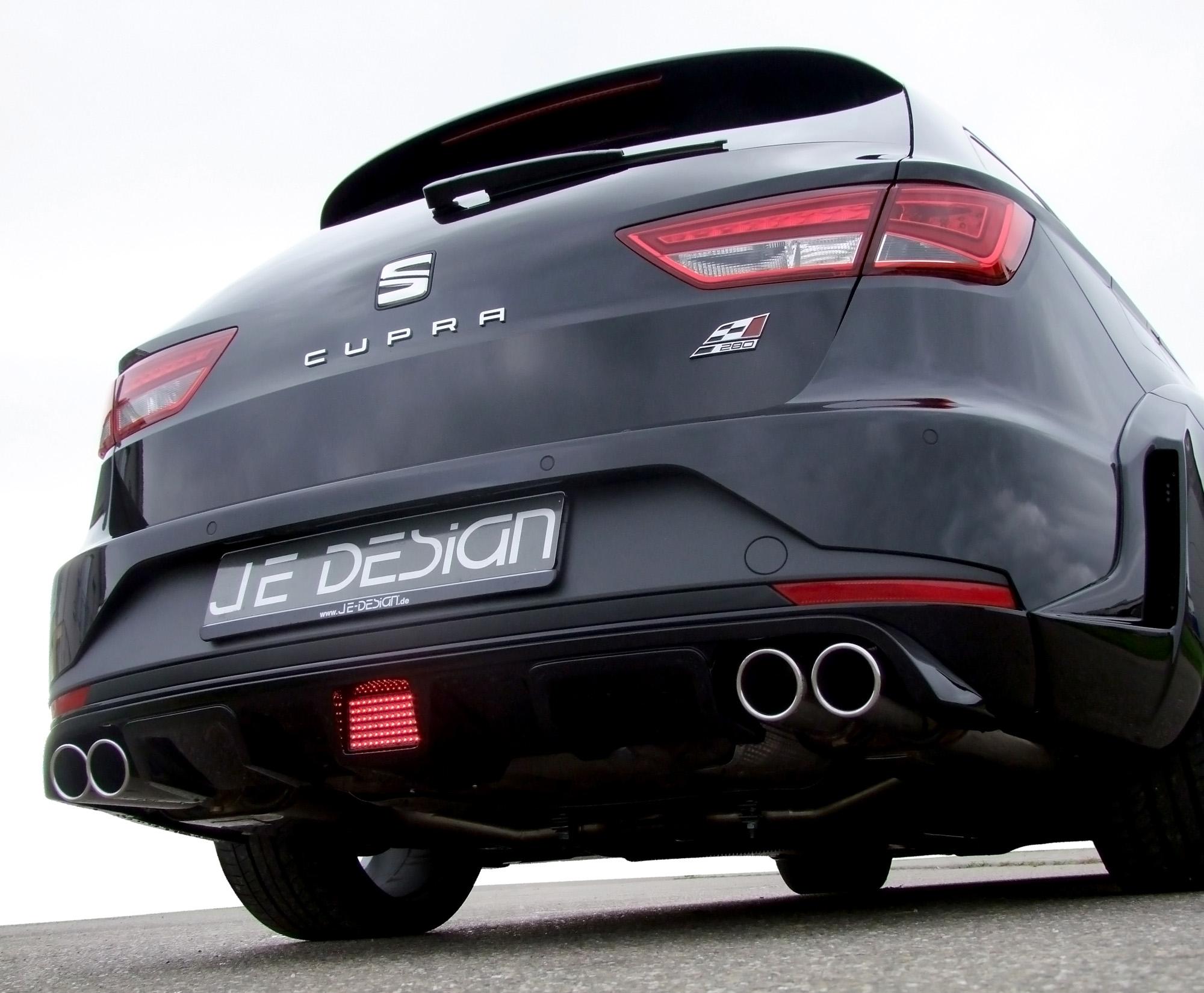 Nicht zu übersehen: An der Heckpartie des Seat Leon Cupra ST Widebody kooperieren Diffusor und Doppelendrohre.