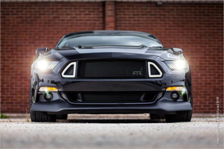 Ein wuchtiger Grill, der den Ford Mustang da zieren darf.