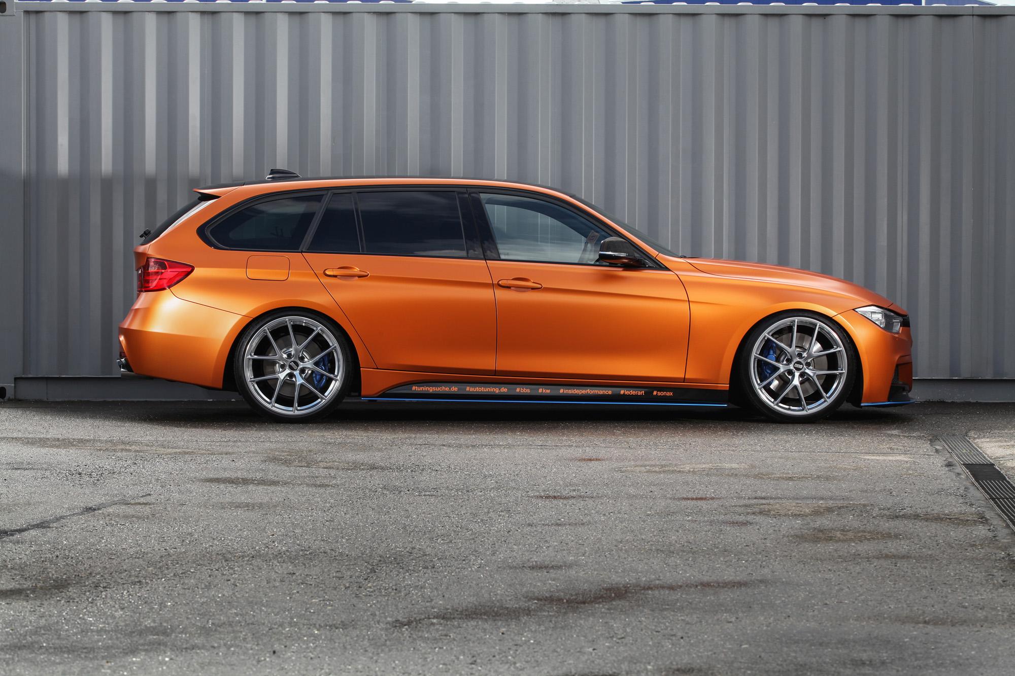 Redaktionsstolz auf vier Reifen: Die Vollfolierung macht aus dem BMW 3er ein wahres Wunderwerk.