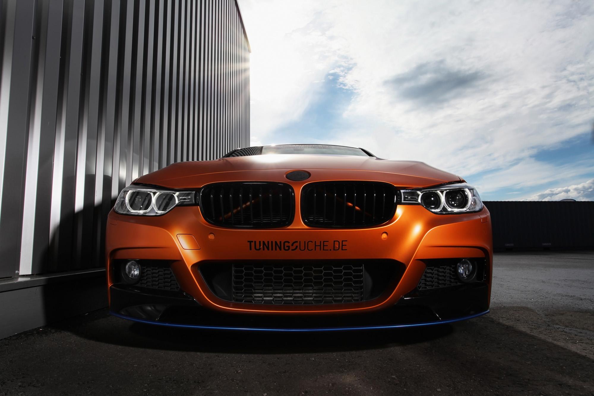 Der BMW 328i Touring bringt ab Werk schon große Bi-Xenon-Augen mit.