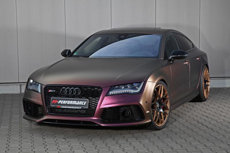 Bäumchen wechsel Dich: Die Spezialfolierung des Audi RS 7 schillert je nach Sonnenlicht in unterschiedlichen Farben.