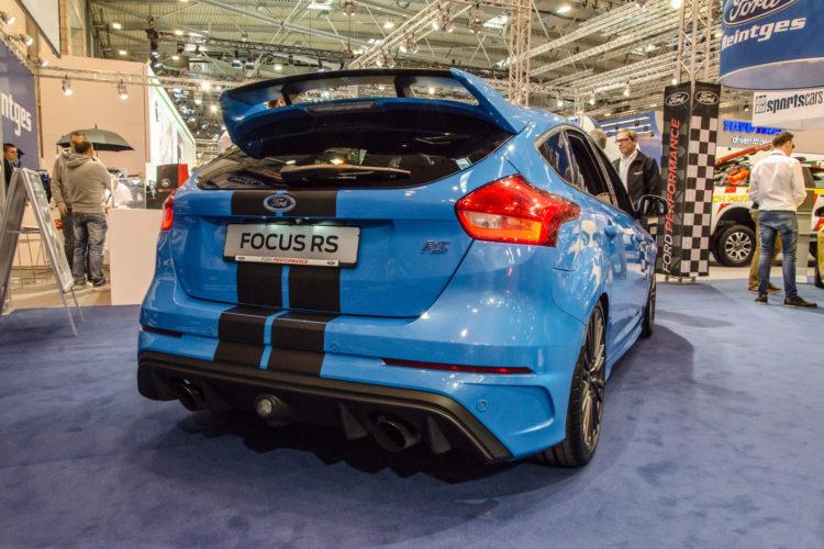 Die Wuchtbrumme aus Köln: Von hinten sieht der Focus RS erst recht brandgefährlich aus.