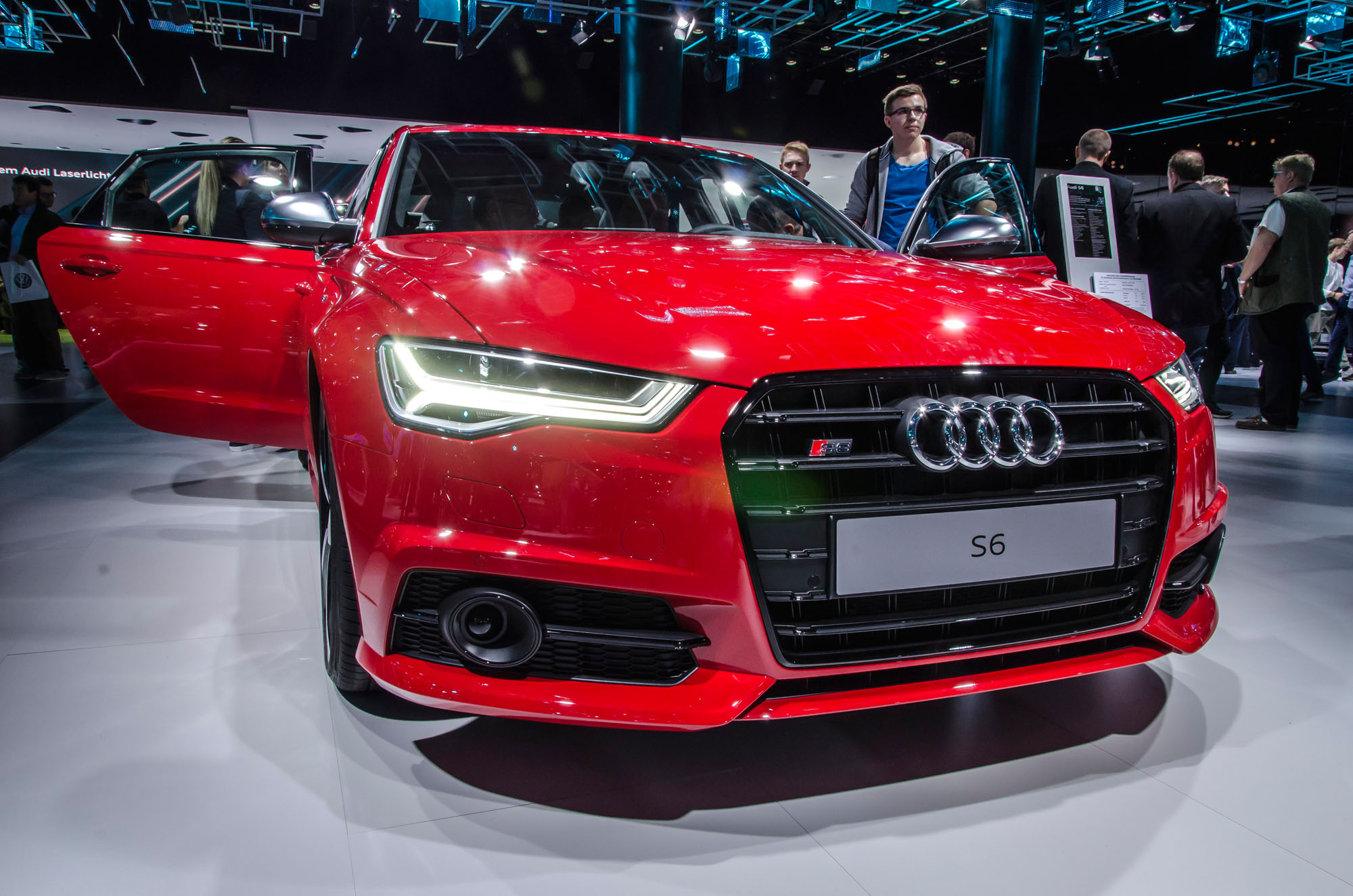 Flott durch den Alltag: Der günstigere Kompromiss zur Audi Sport-Reihe hört auf den Namen S6 Avant.