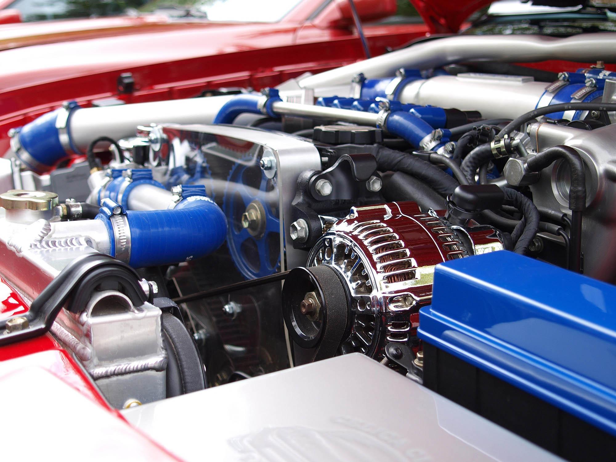 Schutz für den Motorraum: Vor allem Nagetiere wie Marder sind eine große Gefahr für die Kabel.