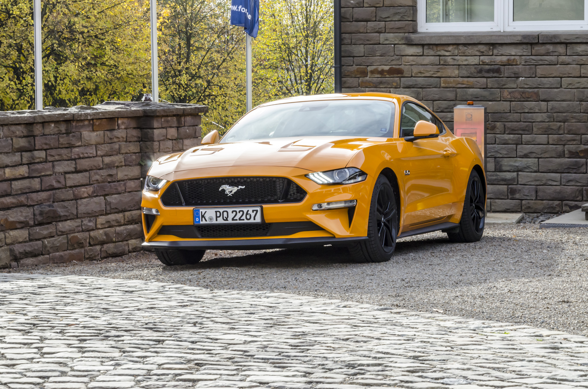 ford-mustang-gt-2018-tropical-orange-01