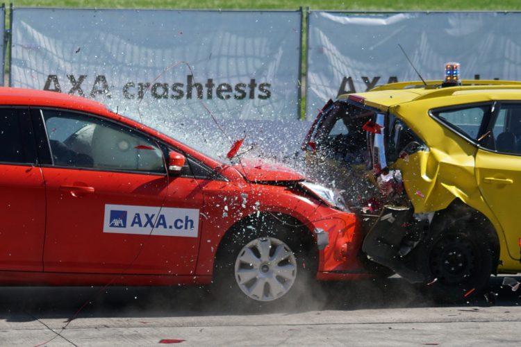 Die Sicherheit von Autoteilen wird vor allem bei Crashtests genau erforscht.